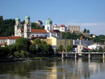 Passau_Blick_auf_den_Stephansdom_c_Passau_Tourismus.jpg
