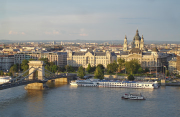Donau_Wien_Budapest_Budapest_Panorama_Budapest_mit_Kettenbrucke.JPG