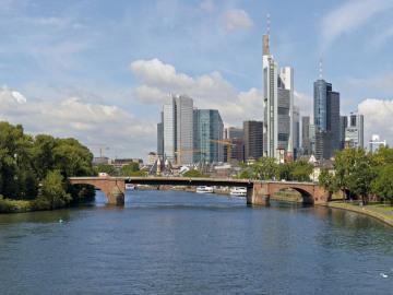 9_Frankfurt_Skyline.jpg