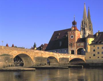 33_-_Regensburg_Steinerne_Brucke.jpg